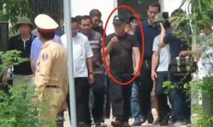 Vụ chủ nhà bắn chết 2 người trước cổng: Sau khi nổ súng, Phú dùng chân đẩy người bị bắn ra khỏi cổng