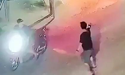 Nổ súng, vác dao đuổi chém nhau kinh hoàng ở Quảng Ngãi