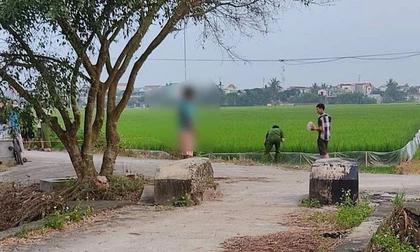 Người đàn ông chết trong tư thế treo cổ bằng dải khăn tang ở cánh đồng làng