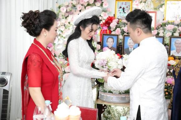 Con dâu sinh năm 96 của nữ đại gia Phương Hằng được mẹ chồng nhận xét thế nào về nhan sắc? - Ảnh 1.