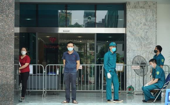 Hà Nội: Nữ bệnh nhân ở Ngụy Như Kon Tum mắc Covid-19 đã đi siêu thị, đến các chung cư khác - Ảnh 1.