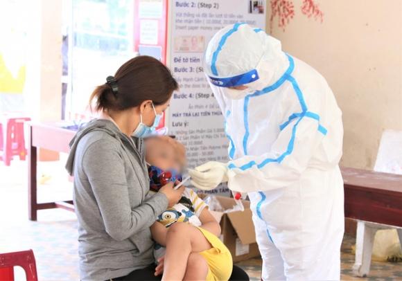 Bé gái 1 tuổi, nữ giúp việc và cụ ông 64 tuổi tại Đà Nẵng chỉ ở nhà nhưng vẫn bị nhiễm Covid-19 - Ảnh 1.
