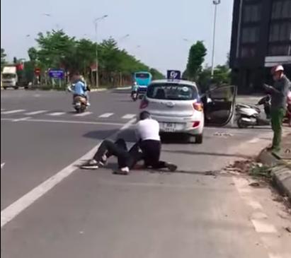 Tài xế taxi khống chế tên cướp nguy hiểm ở Hà Nội: Lúc đó tôi không chống trả, chắc đã bị hắn đâm chết - Ảnh 4.