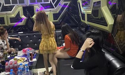 Quán ăn gia đình có phòng karaoke, nhóm nam nữ phê ma túy lắc lư giữa mùa dịch Covid-19