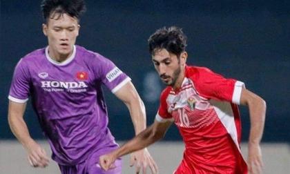 Tuyển Việt Nam thủng lưới sớm nhưng kịp dồn ép khiến hậu vệ Jordan phản lưới nhà
