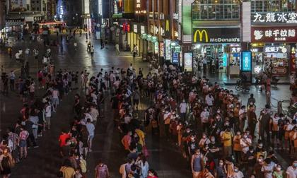 COVID-19 lây lan 'đáng báo động' ở tỉnh phía nam Trung Quốc: Thêm 1 thành phố yêu cầu người dân ở nhà