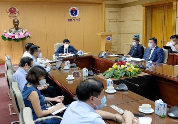 Ngoài việc mua 20 triệu liều, Việt Nam đã có thỏa thuận gia công vắc xin Covid-19 của Nga vào tháng 7 - Ảnh 1.