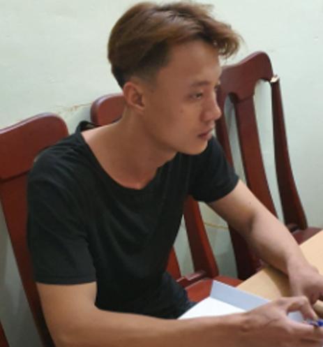 Hai nam thanh niên cướp ngân hàng ở Quảng Nam bằng lựu đạn làm giả từ lon bò húc - Ảnh 1.