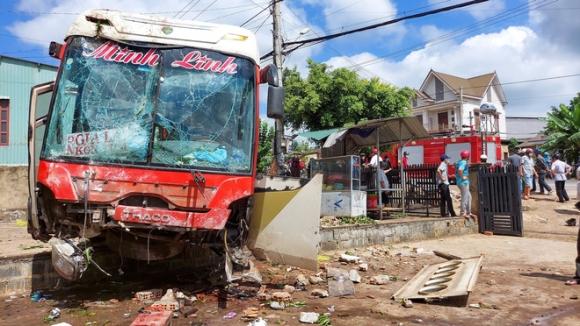 Xe tải gây tai nạn liên hoàn khiến 2 người thiệt mạng, 4 người bị thương - Ảnh 2.