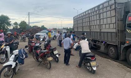 Nam công nhân bị xe tải tông chết thảm trên đường đi làm, bỏ lại vợ và 2 con nhỏ