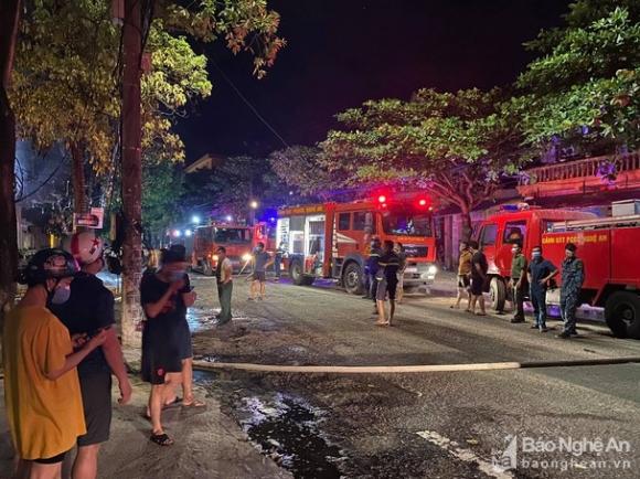 Nghệ An: Hiện trường vụ cháy kinh hoàng khiến 6 người tử vong - Ảnh 4.