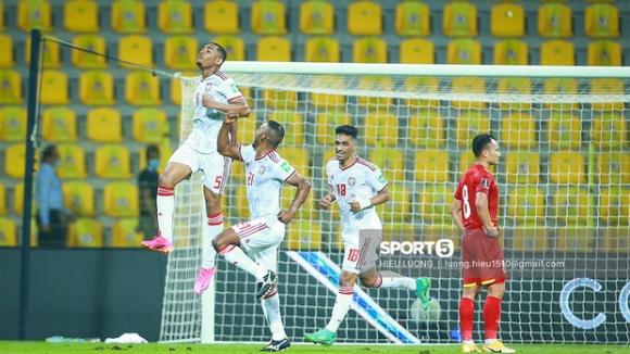 Thua sát nút UAE nhưng Việt Nam vẫn làm nên lịch sử, lần đầu tiên vào vòng loại thứ 3 World Cup 2022! - Ảnh 2.