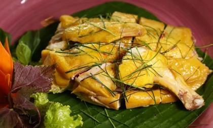 Luộc gà làm thêm bước này: Thịt thơm ngon, da vàng ruộm giòn sần sật