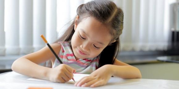 Dạy con biết chữ sớm chẳng ích lợi gì, thay vào đó dạy con những 'kỹ năng suốt đời' này tốt hơn nhiều