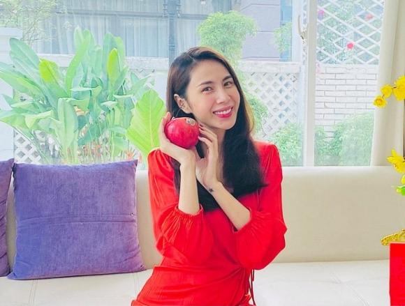Thuỷ Tiên bất ngờ đăng status dài về bạo hành giữa ồn ào Hoàng Yến bị chồng cũ đánh