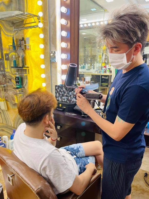 Đàm Vĩnh Hưng tiết lộ người khiến anh phải đích thân cầm kéo mở tiệm tóc 1 năm 1 lần