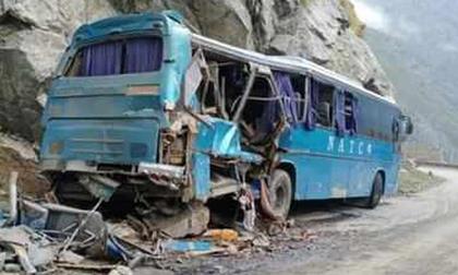 Pakistan: Xe buýt nổ tung lao xuống núi, 6 người TQ tử nạn, Bắc Kinh cảnh báo khẩn - Công dân bị tấn công!