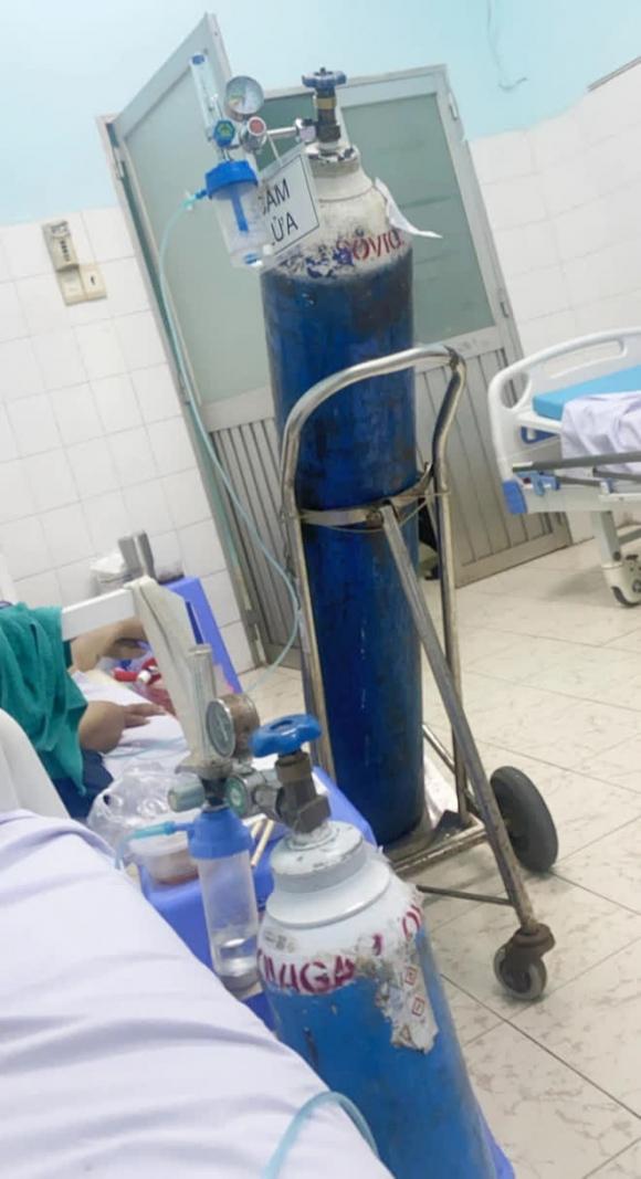 Cuộc chiến giành giật sự sống của bệnh nhân mắc COVID-19: Khủng khiếp quá, đau quá, mình không chịu nổi nữa! - Ảnh 1.