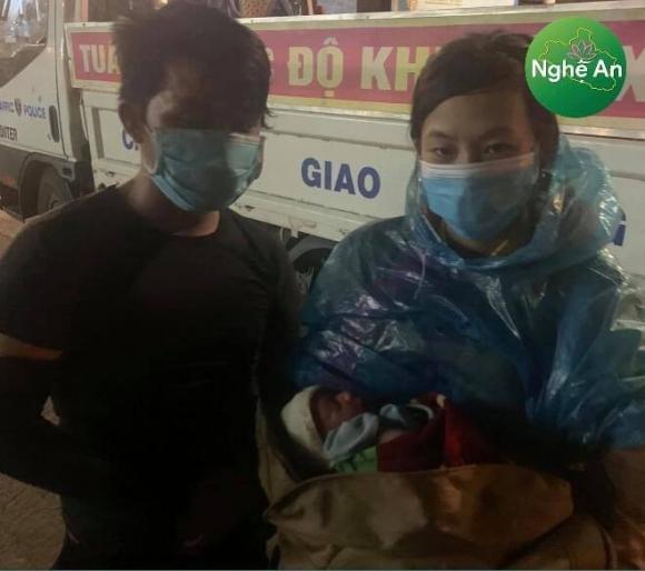 Xót xa em bé 10 ngày tuổi cùng bố mẹ vượt 1400km về Nghệ An tránh dịch Covid-19 - Ảnh 1.