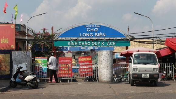 Hà Nội: Phong tỏa chợ Long Biên do phát hiện ca dương tính SARS-CoV-2 - Ảnh 1.