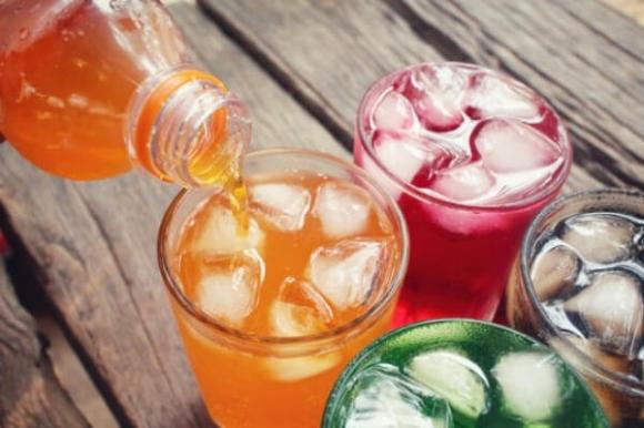 Thiếu niên 15 tuổi bị đục thủy tinh thể, suýt mù vĩnh viễn: BS chỉ ra thủ phạm là loại đồ uống 'vạn người mê'