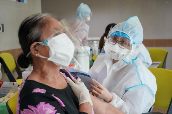 Vắc xin Sinopharm hiệu quả thế nào? Đối tượng nào hoãn tiêm và không nên tiêm?