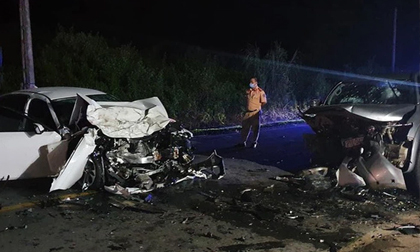Tai nạn ở Hà Giang: 2 xe ô tô biến dạng sau pha đấu đầu, 3 người thương vong