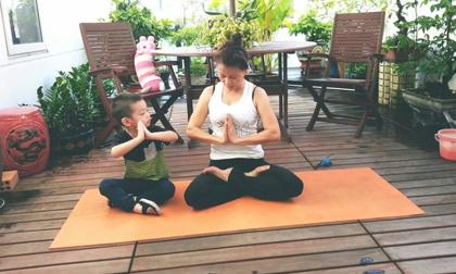 Hà Hồ lần đầu hé lộ hình ảnh Subeo đáng yêu tập yoga cũng bà ngoại khi còn nhỏ