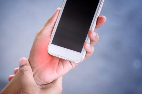 Dùng điện thoại quá 6 tiếng mỗi ngày, cẩn trọng bộ phận này của cơ thể xuống cấp trầm trọng: Thay đổi ngay