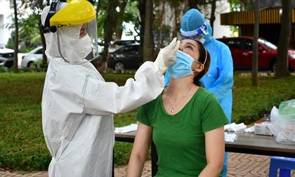 Bác sĩ mới ra trường đi hỗ hộ chống dịch, chưa kịp nhận nhiệm vụ đã nhiễm Covid-19 và lây cho 7 người