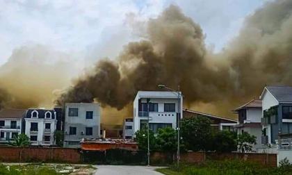 Cháy khu bếp ở khách sạn cách ly F1, khói đen bốc cao hàng chục mét