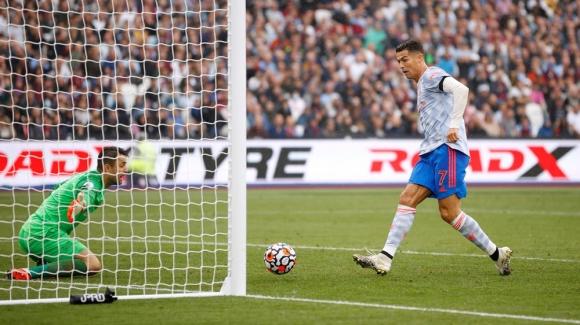 Ronaldo bùng nổ, De Gea cản 11m, Man United đánh bại West Ham với kịch bản nghẹt thở - Ảnh 2.