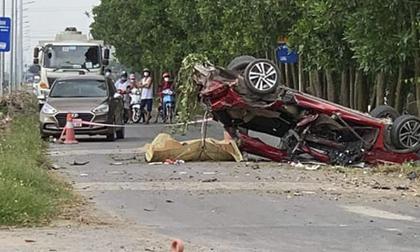 Xe con bị 'vò nát' sau va chạm với xe tải, 3 người tử vong trong đó có 1 hot facebooker