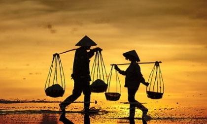 Hình ảnh tuyệt đẹp về phụ nữ Việt và đôi quang gánh
