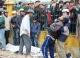 Người nhà khóc ngất bên thi thể bị tàu hoả tông văng xa 10m