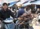 Chợ gỗ trắc vụn độc đáo tại ngôi làng giàu nhất Việt Nam