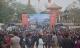 Dòng người nườm nượp đổ về dự Hội Lim