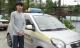 Bắt lái xe taxi hất cảnh sát lên nắp ca-pô