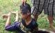 Phía sau bức ảnh gây phẫn nộ: Cậu bé bị dúi đầu vào chum nước tiểu vì ăn trộm dừa
