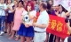 Ông già U60 cầu hôn bạn gái 9x khiến cộng đồng xôn xao