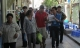 Hà Nội: Sĩ tử khăn gói lên dự thi dưới tiết trời gay gắt