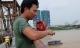 Tận mắt xem cần thủ săn cá ngạnh trên cầu Long Biên