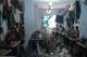 Hình ảnh trẻ em bán sức lao động giá rẻ mạt trong những xưởng may quần áo