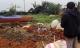 Ngôi mộ mới chôn bị đào bới, trộm mất một phần thi thể