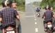 Công an điều tra thông tin hai thanh niên trùm kín đầu em bé chở đi trên đường
