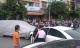 Người đàn ông đạp nhầm chân ga sau khi mua xe mới, 3 ô tô bị đâm trên đường