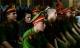 Thảm sát Bình Phước: Người nhà đem di ảnh nạn nhân đến tòa