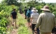 50 người vây bắt nghi can giết bé gái 7 tuổi trong rẫy