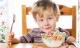 Phép lịch sự tối thiểu cha mẹ phải dạy con khi ngồi vào bàn ăn