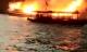 Tàu du lịch bốc cháy dữ dội, 21 người thoát chết